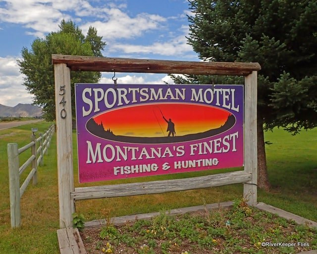 Sportsman Motel Sign in Melrose, MT | www.johnkreft.com